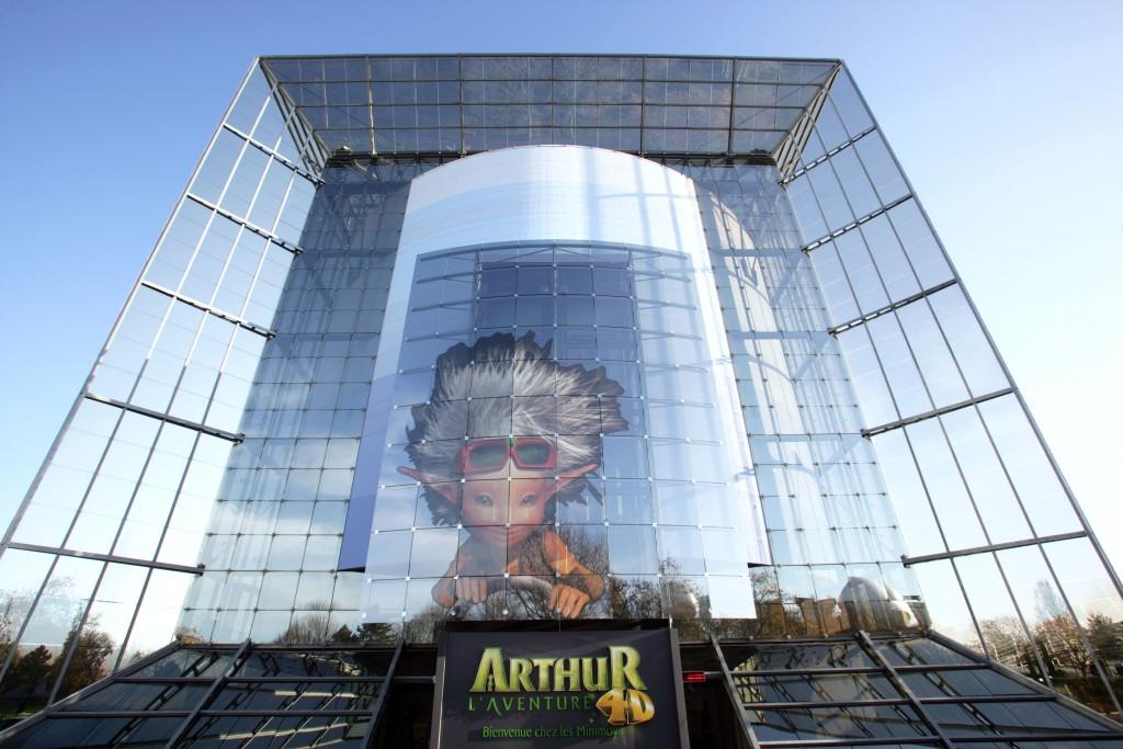 Vue de la façade du bâtiment de l'attraction Arthur l'aventure 4D.
